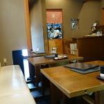 玄蕎麦 野中 - 三和土のテーブル席