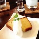 ヒノ - はちみつパウンドケーキ☆ しっとりして美味しい₊(ˊᵕ͙ૣᴗᵕ͙ૣˋ)ˈ·˚* スイーツは自家製だそうです。