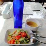 となりのれすとらん - 料理写真:サラダ・スープ&ボトル