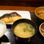 美松 - キングサーモンみそ焼(800円)の定食セット(小ごはん550円)