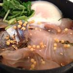 こめらく - 宇和島名物 鯛とアジの漁師風ぶっかけどんぶり飯、アップ。
