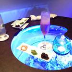 BAR Sea Drop - テーブル自体がアクアリウムであります!!!