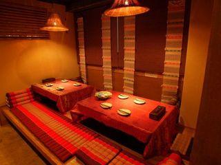 タイ・アヨタヤ・レストラン - 隅々の装飾にまでこだわった店内