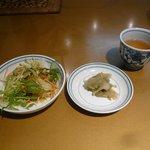 知味斎 - ランチAセットのサラダとザーサイ