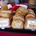 蒲鉾の濱辰商店 - こっちは、ごぼう巻、枝豆天ですよ。枝豆天はビールに合いそうですね~。