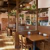 ステーキ キング - 内観写真:明るい空間。わくわくと足取りも軽く、サラダバーに向かえます