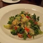 28142673 - ■プティ野菜のヴィネグレットサラダにはクスクスと小海老が
