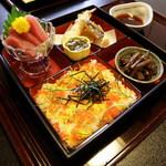 くぼ田 - ランチのばら寿司と天婦羅 950円