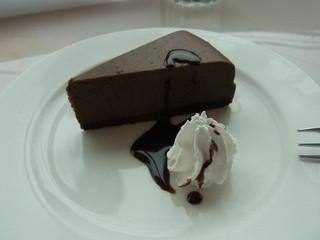 横濱珈琲物語 宇都宮岩曽町店 - セットにつくデザートのチョコレートケーキ