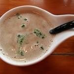 俺のラーメン あっぱれ屋 - ハンドミキサーで、かき混ぜて気泡がいっぱいのスープ~♪(^o^)丿
