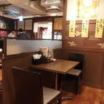 拉拉飯店 - テーブル席