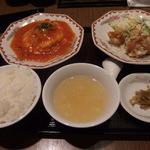 拉拉飯店 - 日替わり定食\790+税。この日はエビチリ卵入りと、から揚げでした
