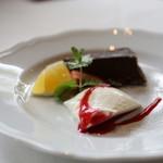 大磯迎賓舘 - アーモンドとチョコレートのケーキ&パンナコッタ