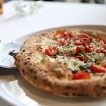 大磯迎賓舘 - しらすとフレッシュトマトのピッツァ