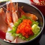 左衛門 - 料理写真:海鮮丼830円(税別)