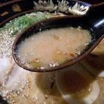 元祖 中洲屋台ラーメン 一竜 - コクと円やかさのみそとんこつスープ