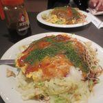 Hiroshimafuuokonomiyakiremonya - 広島風お好み焼き、具だくさん!