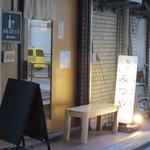 28174407 - 新宿御苑駅近くです。