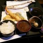 28175199 - 本日の焼き魚と天ぷらの定食