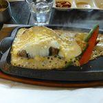 竃 円山 - 「北海道産とうもろこしたっぷりのオリジナルチーズソース」にソースかけたら、こんな感じ