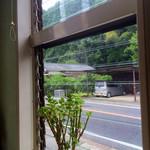 想夫恋 - 店内からの眺め。