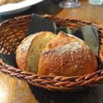 メゾン・ド・ハラ - 2皿目のパンはハードなのが