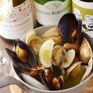 名物4種貝の山盛り白ワイン蒸し