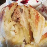 紙風船 - ホットサンドの中身は、たまご・チーズ・ツナ・ハムから2種類選べます。                             コレはたまごとツナです。