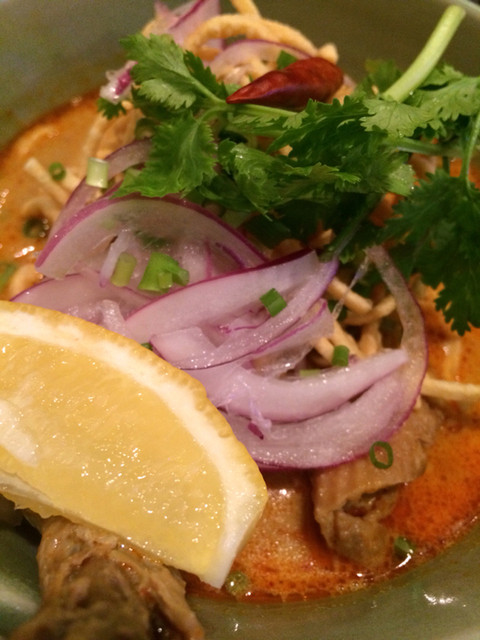タイ・アヨタヤ・レストラン - カオソイ(鶏肉と玉子麺のヌードル) 890円。