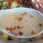三平らーめん 照国本店 - スープはあっさり塩豚骨。
