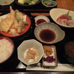 御酒印船 - 天ぷら刺身定食