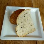 シェフズ・ブイ - ランチのパン(ゴマとくるみ)