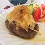 あおぞら - ハンバーグにサラダが添えられて、スープとごはんのセットで500円。しかもちゃんと美味しいんです (O_O)