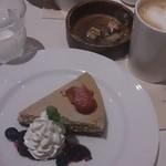 スーホルム カフェ+ダイニング - ベリーのチーズケーキ。想像より美味しかった!