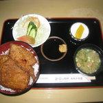 ヨーロッパ軒 - 料理写真:当店、一番人気のカツ丼定食です。1050円