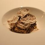 神楽坂 ヴェーリ - タリオリーニ マッシュルームの旨味・香りたっぷりペースト、ペkpリーノチーズ添え