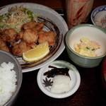28211061 - 日替わりの「若鶏の唐揚げ定食」700円