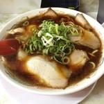 新福菜館 - 新福菜館 三条店のラーメン+小チャーハンセット900円のラーメン(14.06)