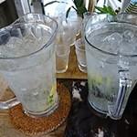 ブランチ.オットー - ハーブ入りの水は無料です
