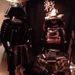 戦国武勇伝 - 暗いが武将の鎧がお出迎え2014.5