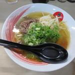 極屋 - 牛骨ラーメン(白) 750円