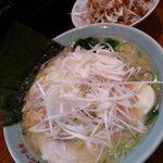横浜らーめん 一八家 - ネギ塩ラーメン(800円)+ネギチャーシュー丼(280円)