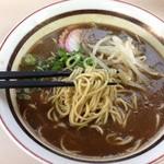 28224082 - カレー中華の麺、細い平打ち@2014/6/14