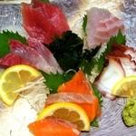 蔵元居酒屋 清龍 - おまかせ鮮魚5品盛合せ¥680