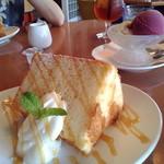 Cafe Spring - 毎週お茶に利用。定番キャラメルシフォン。