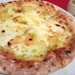 28227442 - ビアンカピザ(ペコリーノ・ロマーノ・モッツァレラチーズ)+蜂蜜