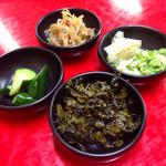 28234141 - ランチサービスの豊富な漬物類(free)も花マル!生姜甘酢、キャベツ甘酢、辛子高菜、胡瓜、モヤシナムルをいただきました