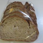 ル・パン・リュストー - ルヴァン(ハーフ)この日は特価で220円が160円になってました、天然酵母全粒子を使った朝食にぴったりのパンです。