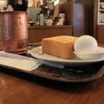 上島珈琲店 - パンが結構小さいです