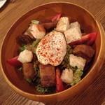 ラキュイエール - 豚バラ肉のコンフィとポーチドエッグのサラダ2014年6月